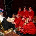 AlloJannao - Haaksbergen - Revue - Hoksebarge - Allô Jannaô - Tone - Gaitjan - Truike - Graads - Leida - Toneel - Theater de Kappen - Buurse - Hoeve - Zang - Dans - Revue 2015 Aait wat Aans