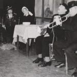 AlloJannao - Haaksbergen - Revue - Hoksebarge - Allô Jannaô - Tone - Gaitjan - Truike - Graads - Leida - Toneel - Theater de Kappen - Buurse - Hoeve - Zang - Dans - Historie - Vroeger