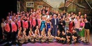 AlloJannao - Haaksbergen - Revue - Hoksebarge - Allô Jannaô - Tone - Gaitjan - Truike - Graads - Leida - Toneel - Theater de Kappen - Buurse - Hoeve - Zang - Dans - Opening WAK 2016